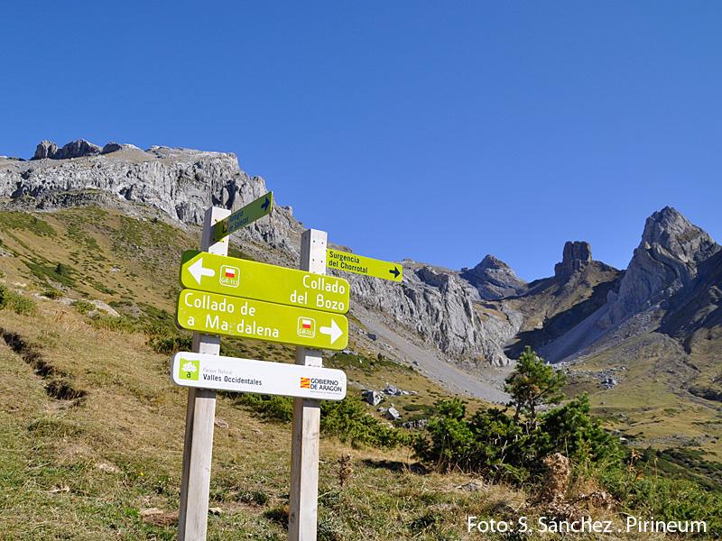 El Pico de Aspe, la Llana de la Garganta y la Llana del Bozo forman el reconocible perfil montañoso del Valle,